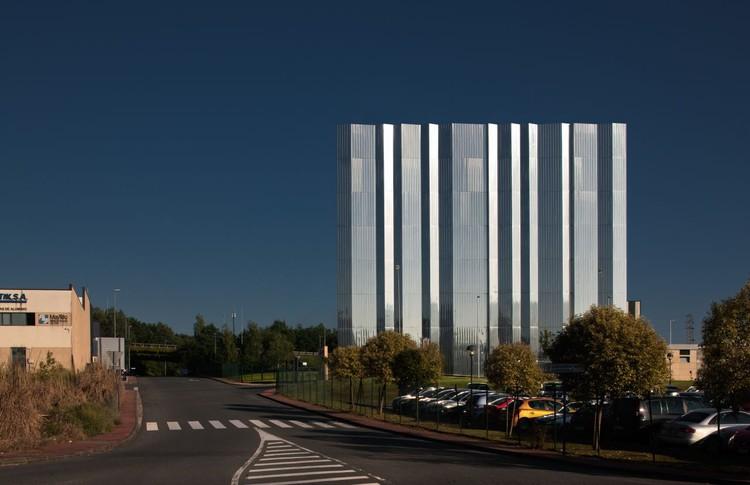 Laboratório Alta Voltagem Arteche / ACXT Arquitectos, © Aitor Ortiz