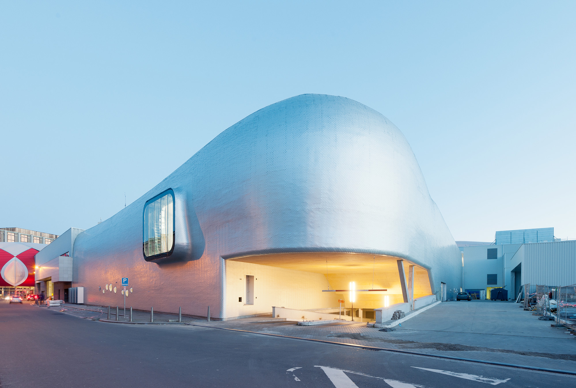 Ice Rink of Liège / L'Escaut Architectures + BE Weinand, © Marc Detiffe