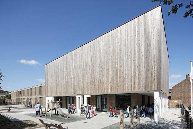 Escuela Primaria De Vuurvogel / Grosfeld van der Velde Architecten, © René de Wit