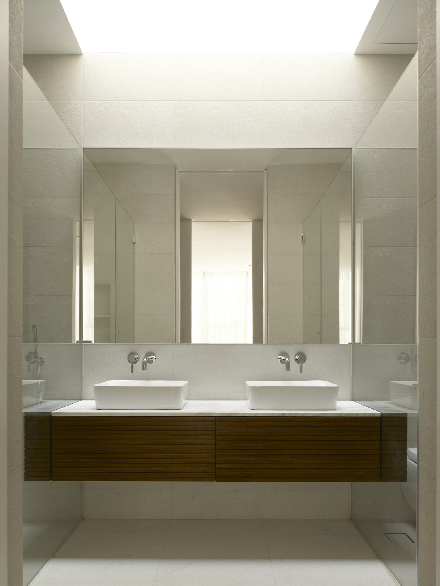 Gallery of bass ensemble hyla architects 2 for Bathroom sink singapore