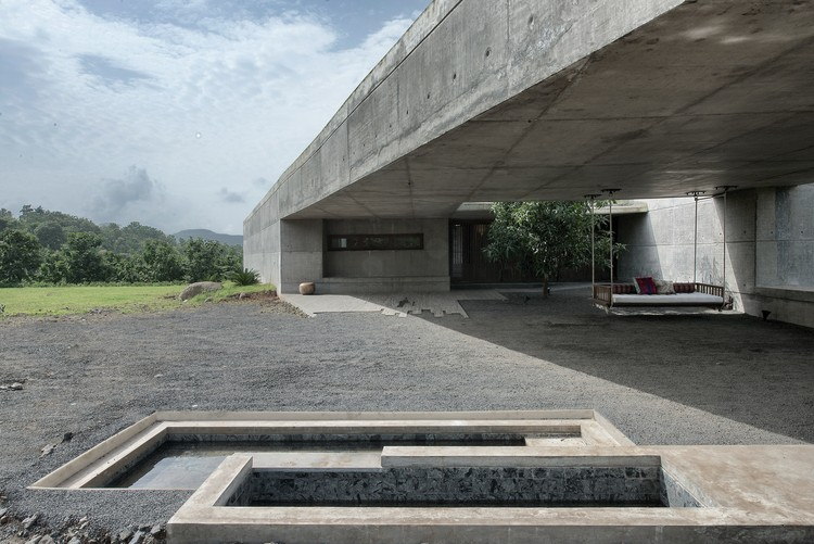 The House Cast in Liquid Stone SPASM Design Architects ArchDaily