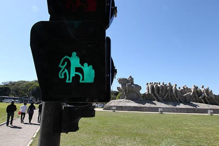 Semáforos trazem ilustrações de lugares tradicionais de SP
