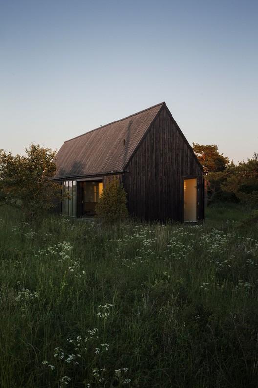 Gotland Summer House / Enflo Arkitekter + DEVE Architects, © Joachim Belaieff