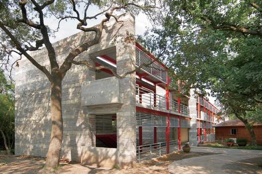 Valle Alto Ecological High School / Bernardo Hinojosa