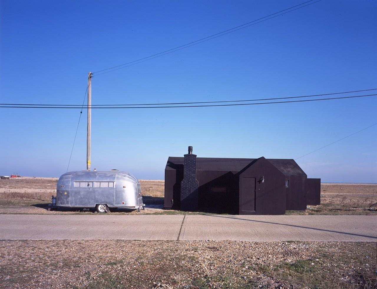 Black Rubber House / Simon Conder Associates, Courtesy of Simon Conder Associates
