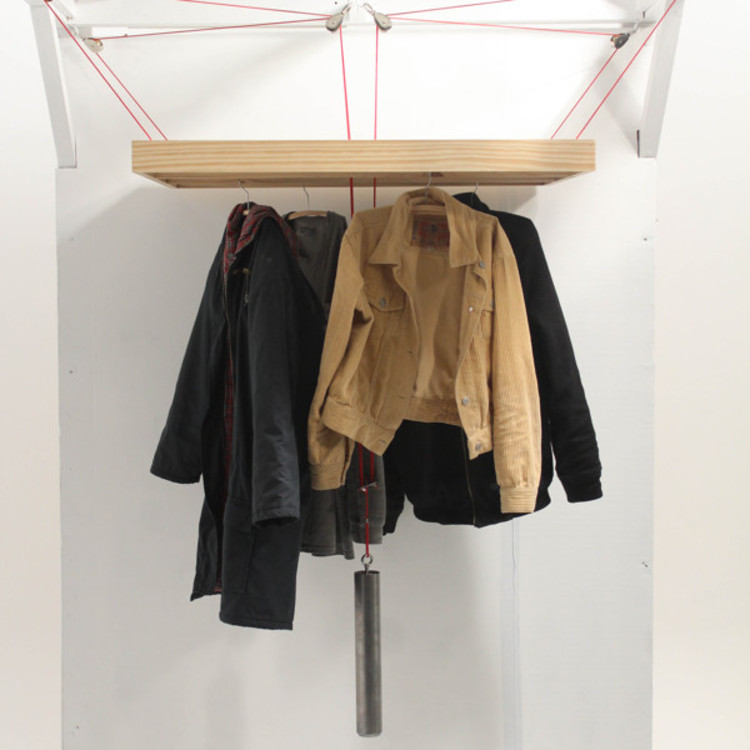 Hang Table / Ella Bates-Hermans, Abraham Hollingsworth, Caitlin Pilcher e Zach Holmes