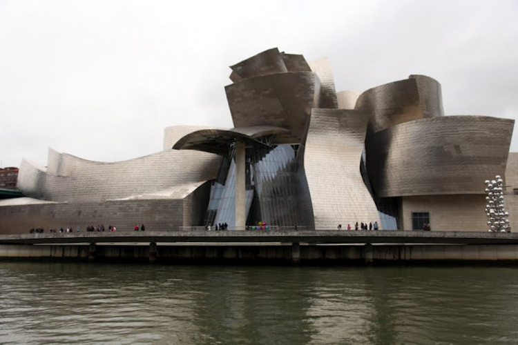 AD Classics: The Guggenheim Museum Bilbao / Gehry Partners, © Flickr User: RonG8888