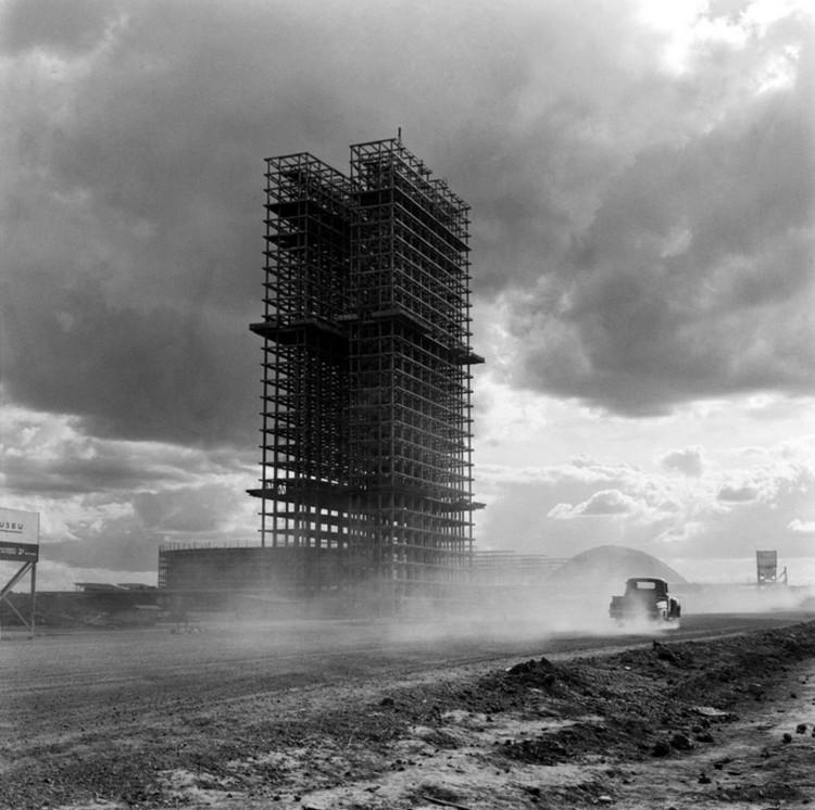 "Mesa Redonda: Arte, Arquitetura e Poder – ""Brasília"", o projeto moderno brasileiro por excelência, © Marcel Gautherot"
