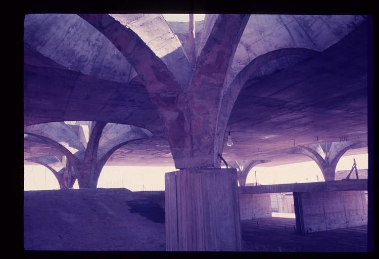 Fotografias antigas da construção da Rodoviária de Jaú de Vilanova Artigas, © FAU, via Arquigrafia