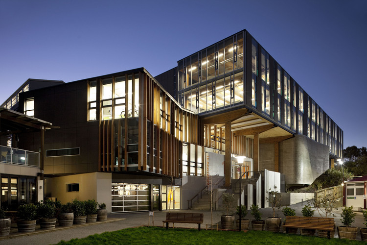 Faculdade de Artes Criativas / Athfield Architects, Cortesia de Trends Publishing