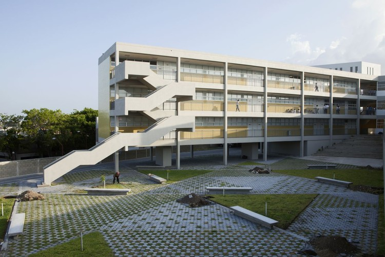 New High School / Taller Veinticuatro, © Ramiro Chaves