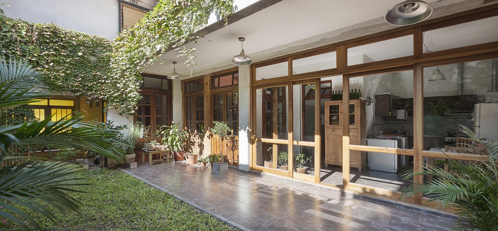 Galeria de casa g emes julio cavallo 2 - Jardines interiores en casas modernas ...