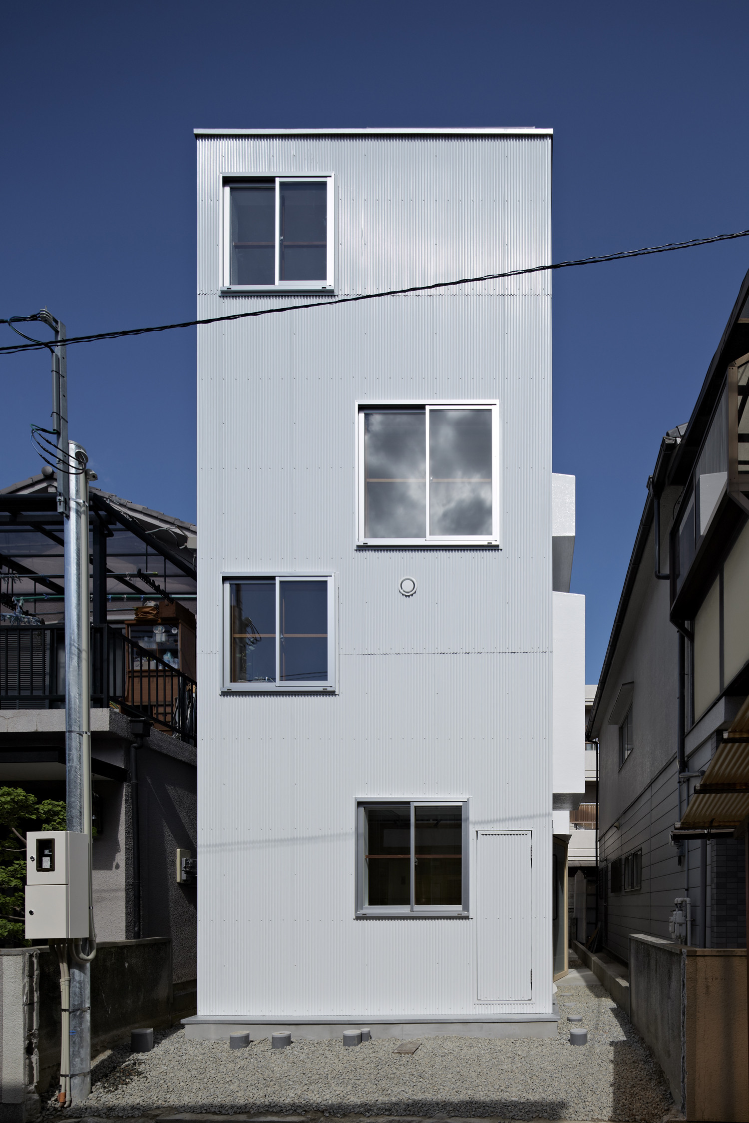 Gallery of house in itami tato architects 7 for Minimalist house size