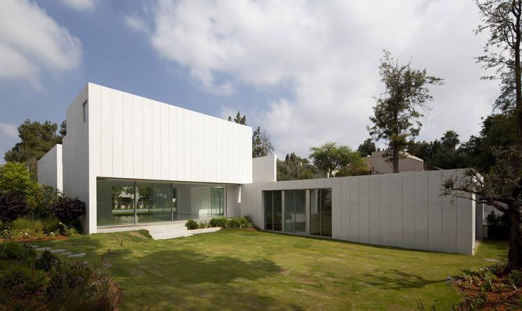 Casa RI / Paritzki Liani Architects, Cortesia de Paritzki Liani Architects