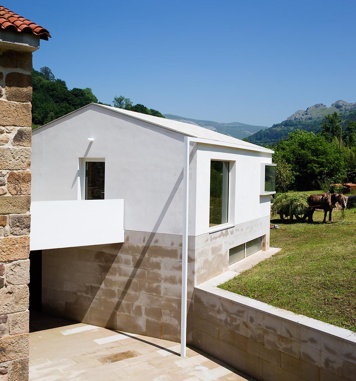 Rehabilitation of Rubalcaba Housing / Carlos de Riaño Lozano
