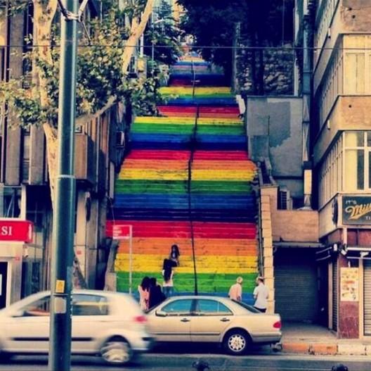 Turks Paint Public Walkways in Protest, Courtesy of Twitter User durmusbeyin