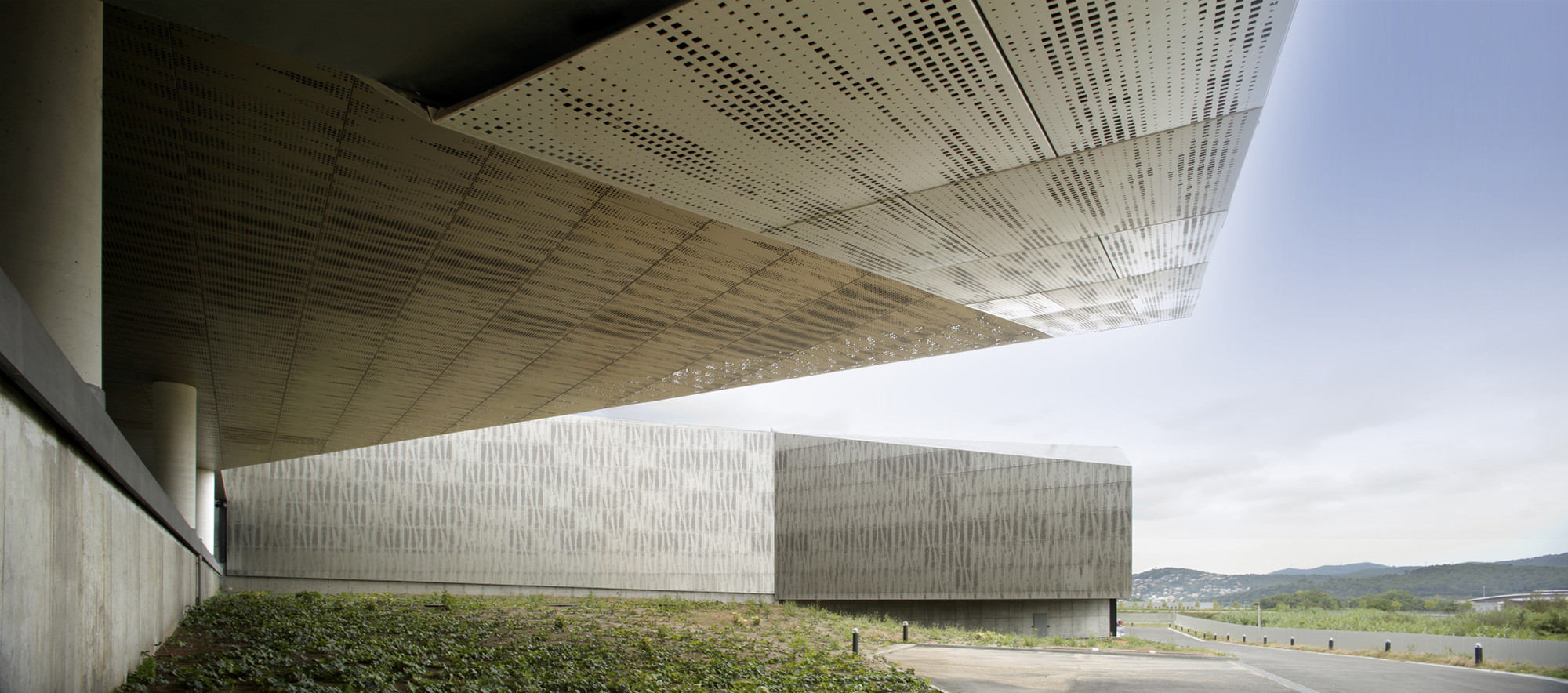 Data Centre In Cerdanyola / ACXT, © Edouard Decam