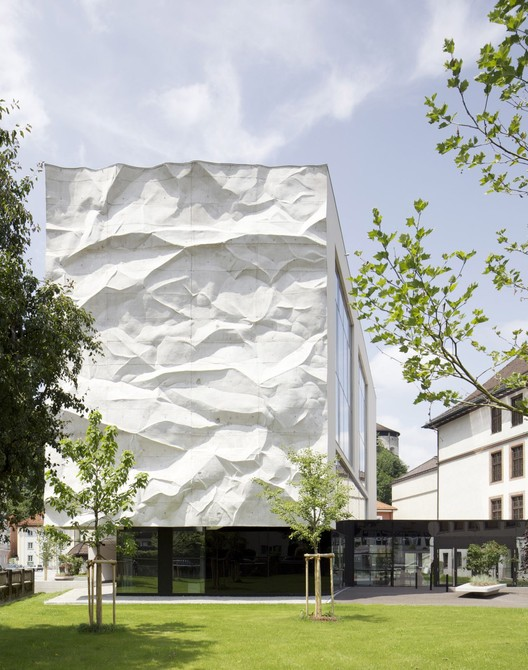 High School Crinkled Wall / WIESFLECKER ARCHITECTURE, © David Schreyer