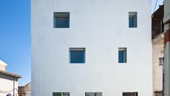 Three apartaments and local in Gójar / Elisa Valero Arquitectura