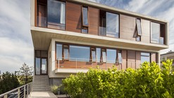 Beach House / Aamodt Plumb Architects
