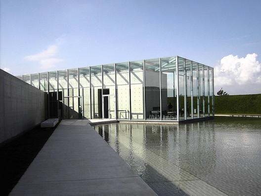The Langen Foundation. Image © <a href='https://commons.wikimedia.org/wiki/File:Langen_Foundation_Neuss_02.jpg'>Wikimedia user Perlblau</a></noindex></noindex> licensed under <noindex><noindex><a target=