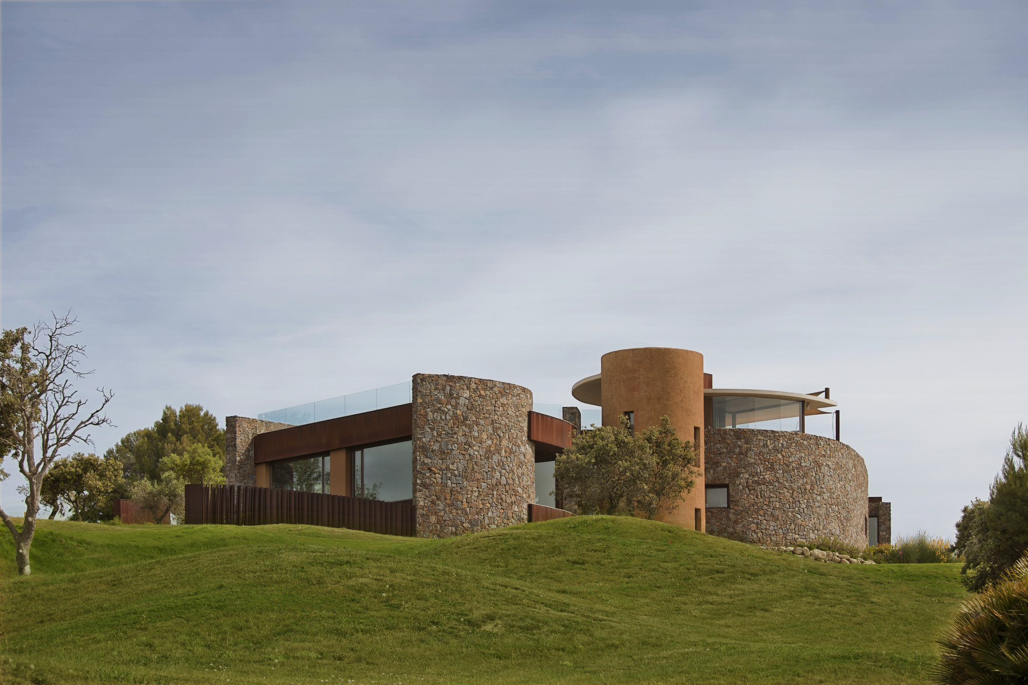 Golf Club House La Graiera / BC Estudio Architects, © Julio Cunill