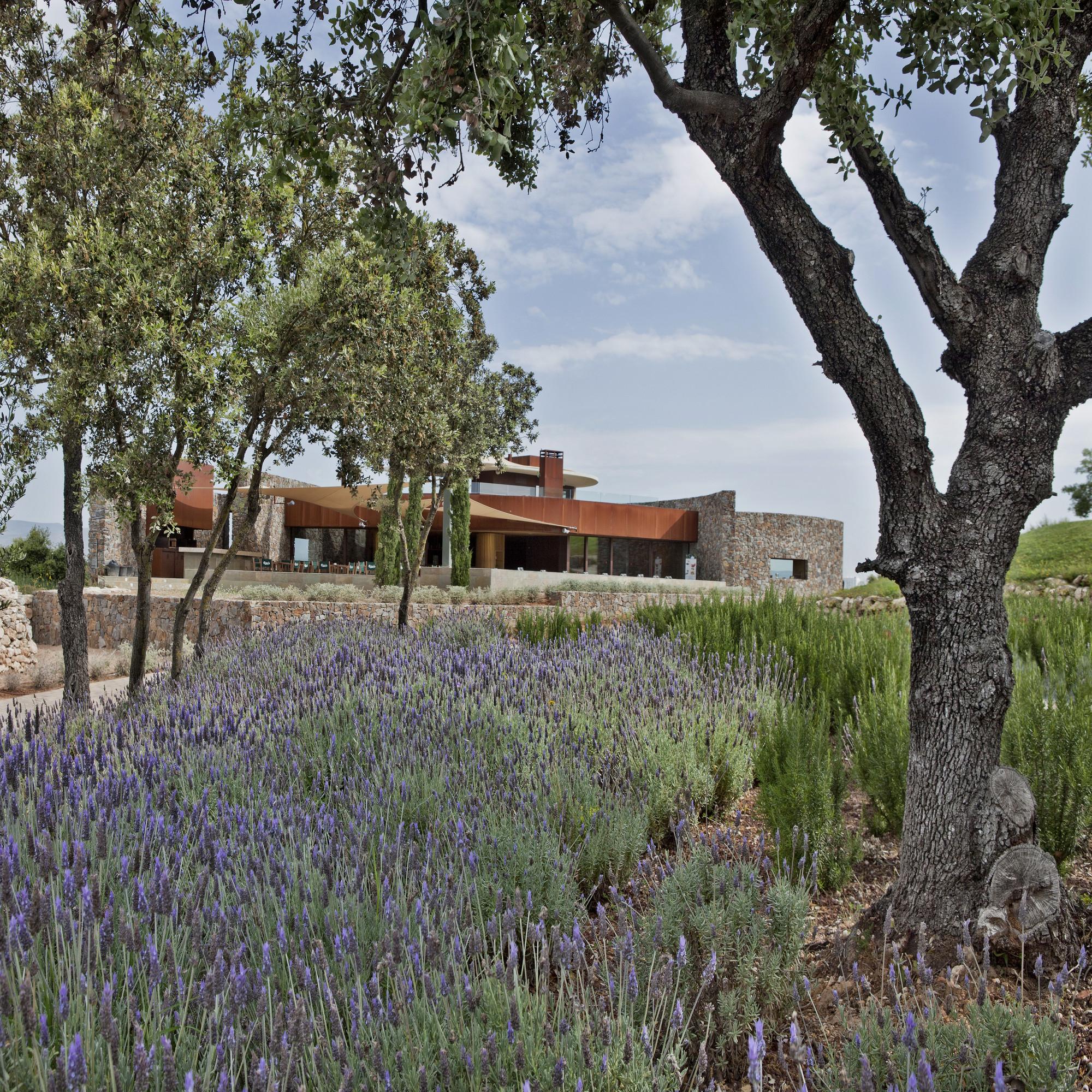 Golf Club House La Graiera / BC Estudio Architects