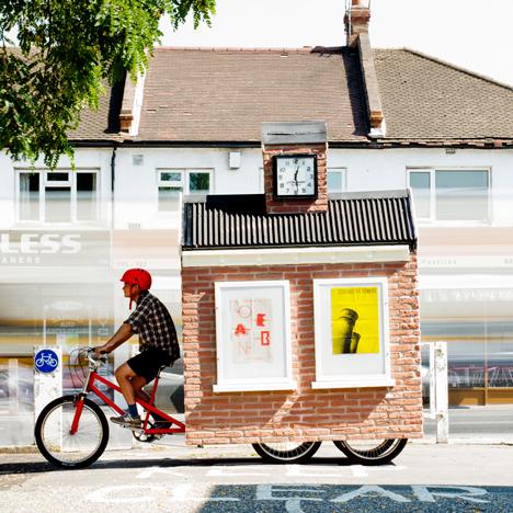 Espacios públicos emergentes en los suburbios de Londres, Una plaza móvil diseñada para Cricklewood, por Studio Harto y Studio Kieren Jones. Imagen Cortesía de http://cricklewoodtownsquare.com/