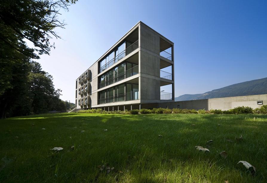Residential Building In Cureglia / Stefano Moor + Bonetti e Bonetti Architetti, © Alexendre Zveiger