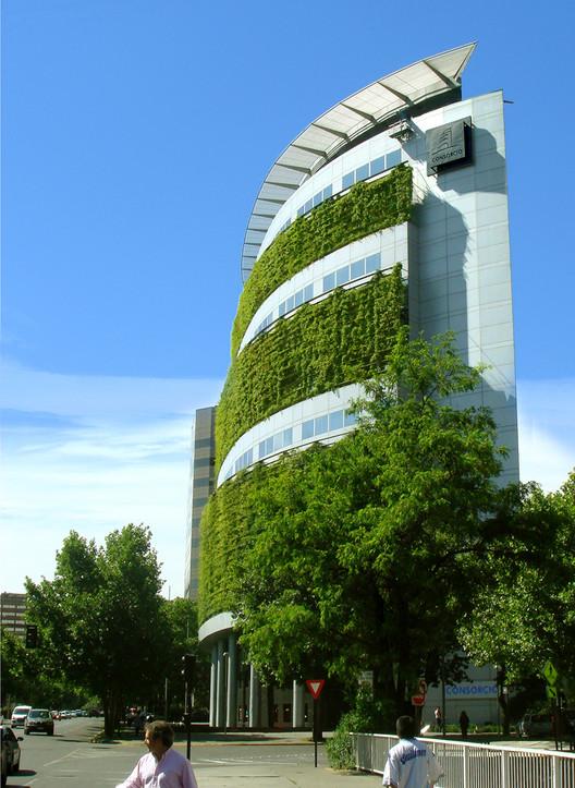 Arquitectura Chilena: Edificios Públicos, © Luis Poirot y Guy Wenborne
