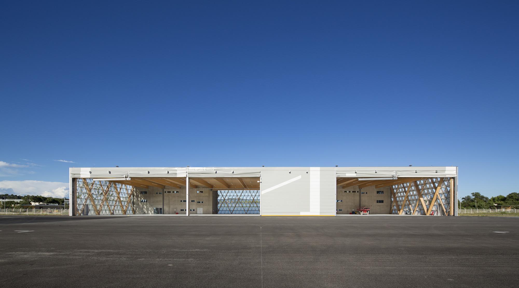 Gallery of hangar h16 comte vollenweider architectes 8 for Architecture hangar