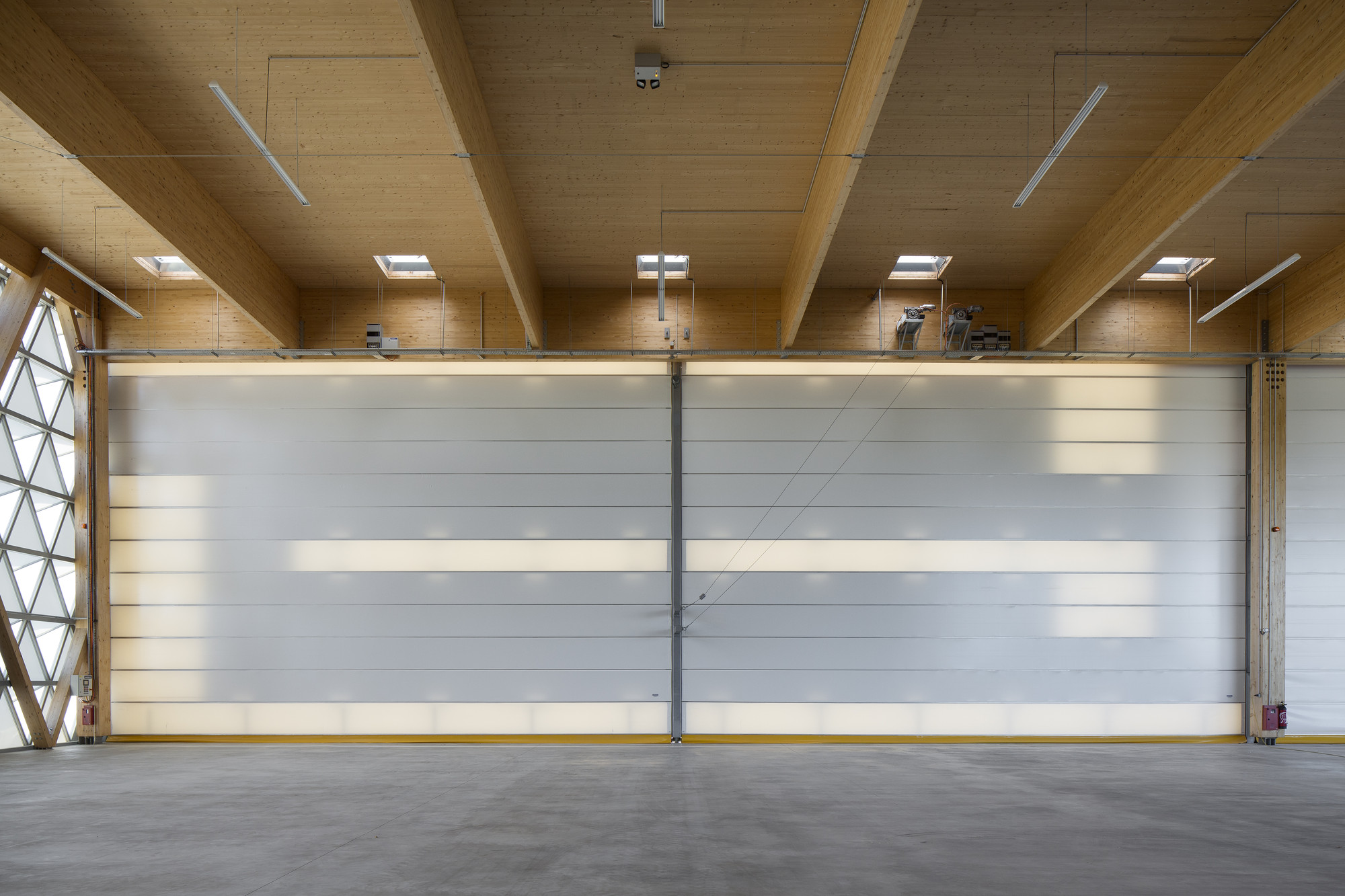Gallery of hangar h16 comte vollenweider architectes 16 for Architecture hangar