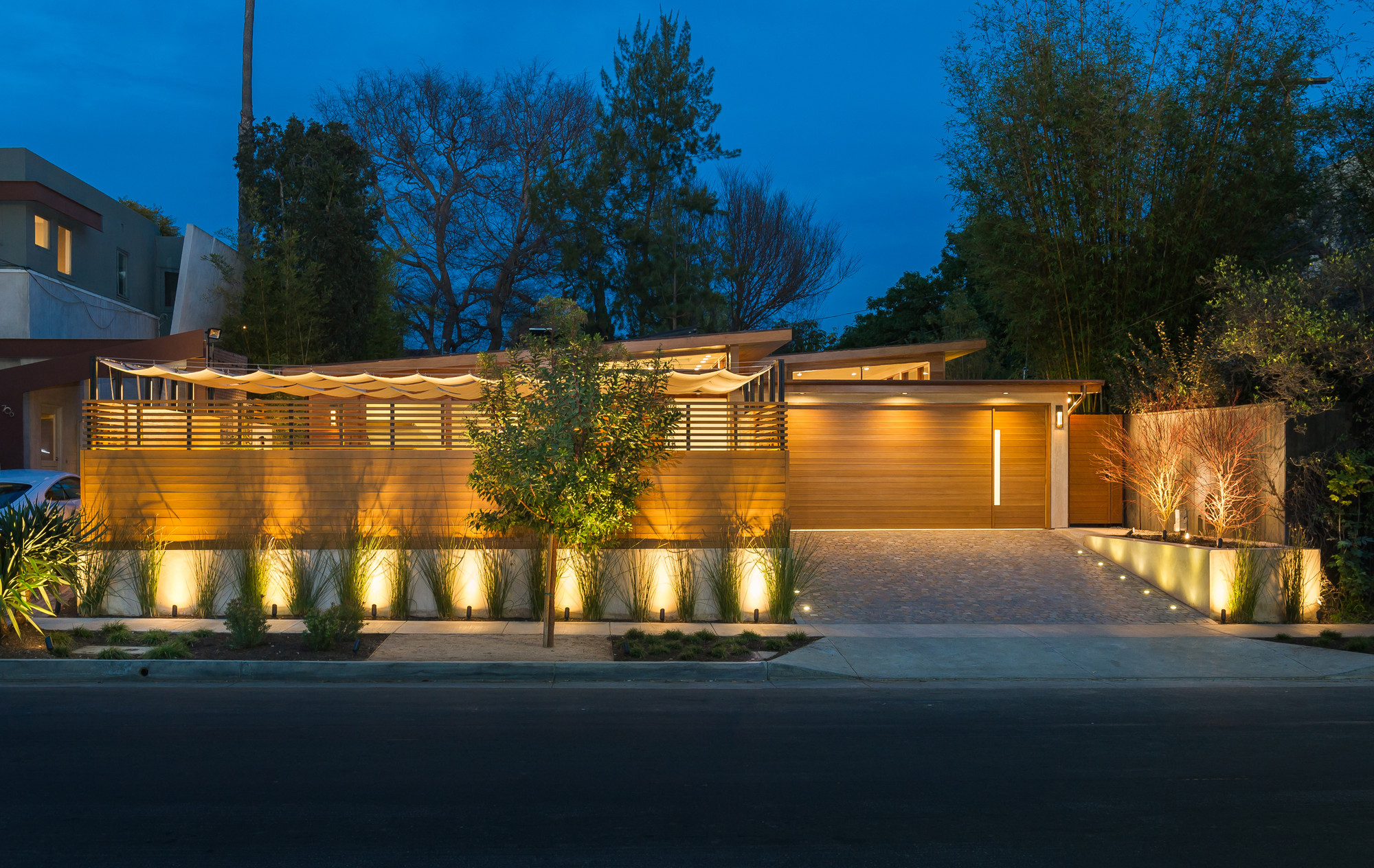 Westgate Residence / Kurt Krueger Architect | ArchDaily on bedroom night, window house night, kitchen night, bathroom night, landscaping house night, water house night, home house night,