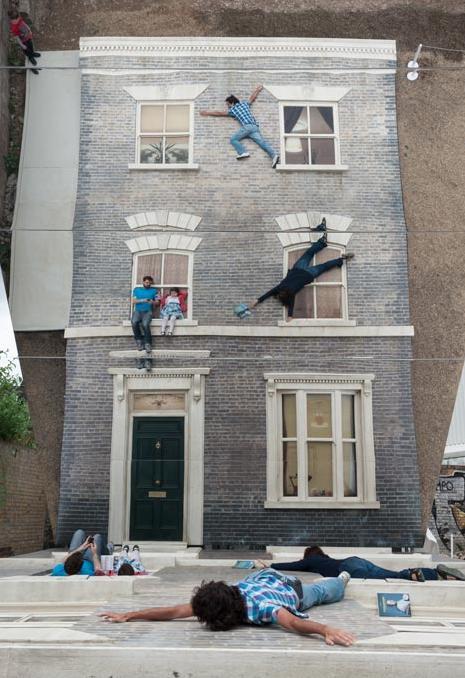 """""""Dalston House"""": uma intervenção urbana que modifica as dimensões espaciais do público, Cortesia de  dezeen.com"""