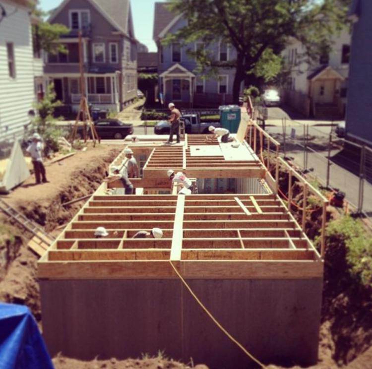 Estudantes da Universidade de Yale constroem casa em New Haven, Courtesy of Vlock Building Project 2013 Instagram