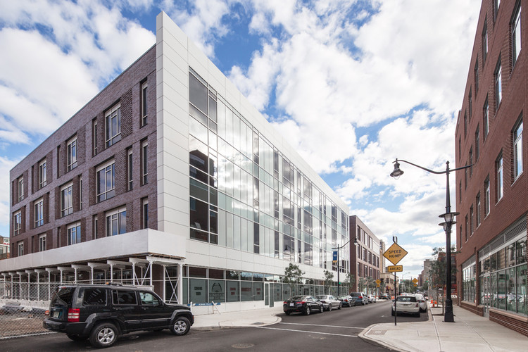 230 Halsey Street  / Richard Meier & Partners, © Steven Sze