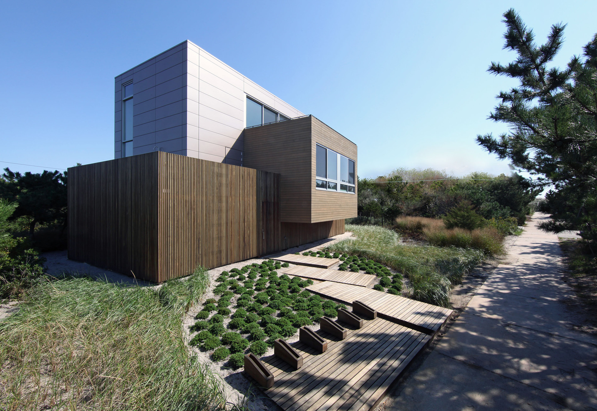 Beach Walk House / SPG Architects,  Jimi Billingsley