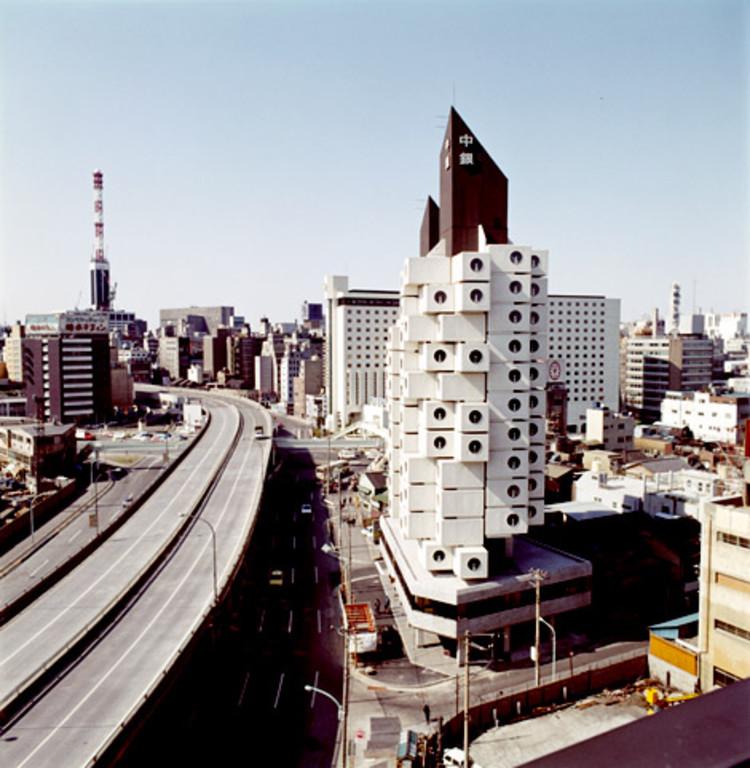 Como resolver o problema das habitações sociais?, Nakagin Capsule Tower / Kisho Kurokawa. Cortesia de arcspace