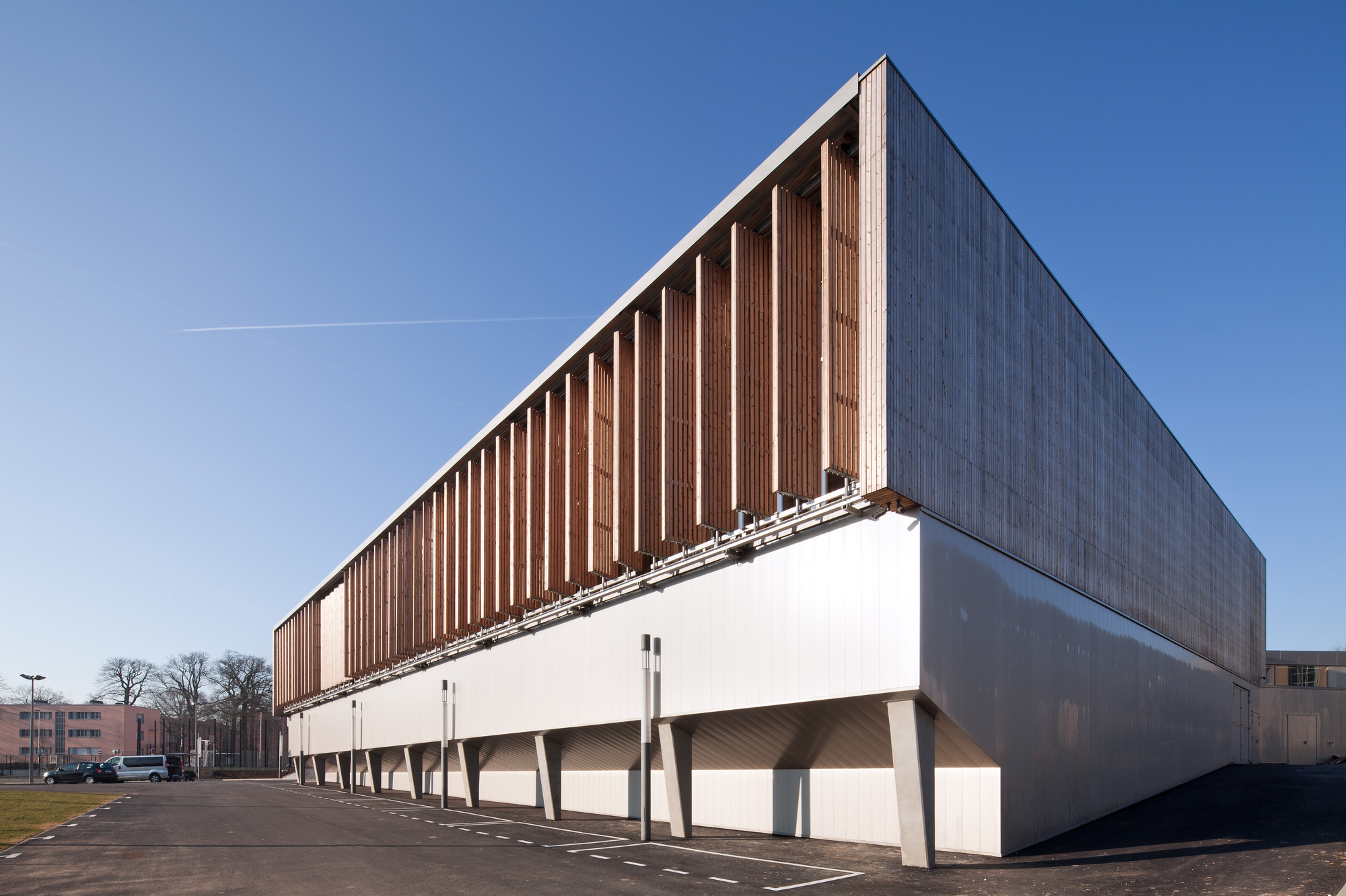 Sports complex in Châtenay-Malabry / aEa - agence Engasser + associés, © Mathieu Ducros