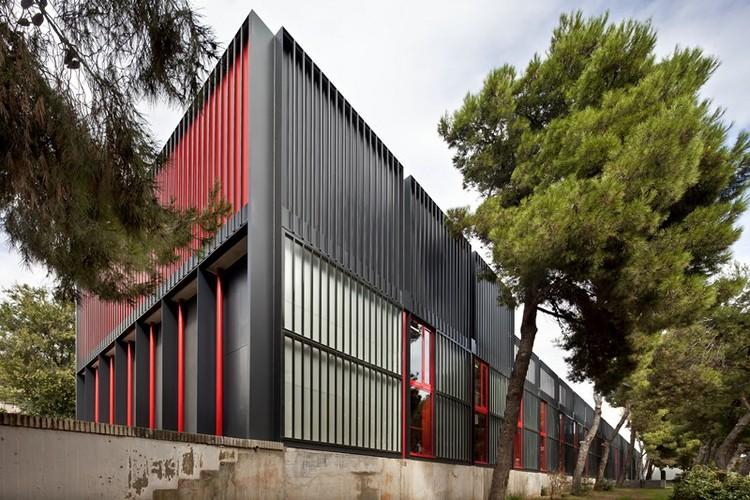 Ateneu Popular de Nou Barris / Fornari + Rojas Arquitectos, © Adriá Goula