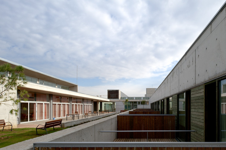 Elderly Healthcare Building / Brullet Pineda Arquitectes, Courtesy of Pinearq