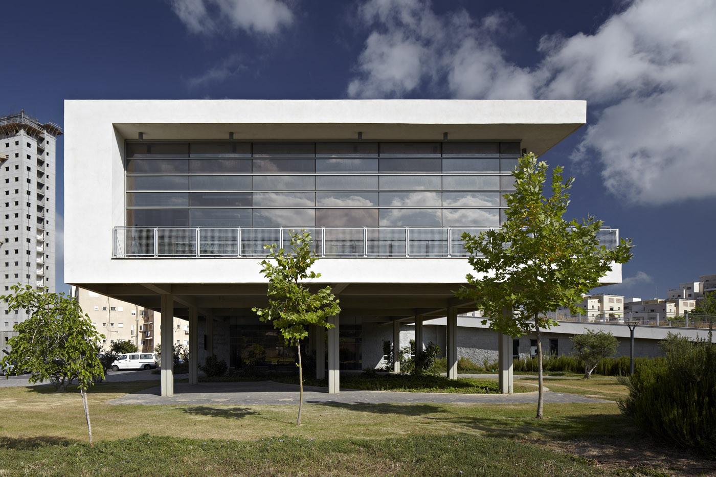 Tirat Carmel Library / Schwartz Besnosoff Architects, © Amit Geron