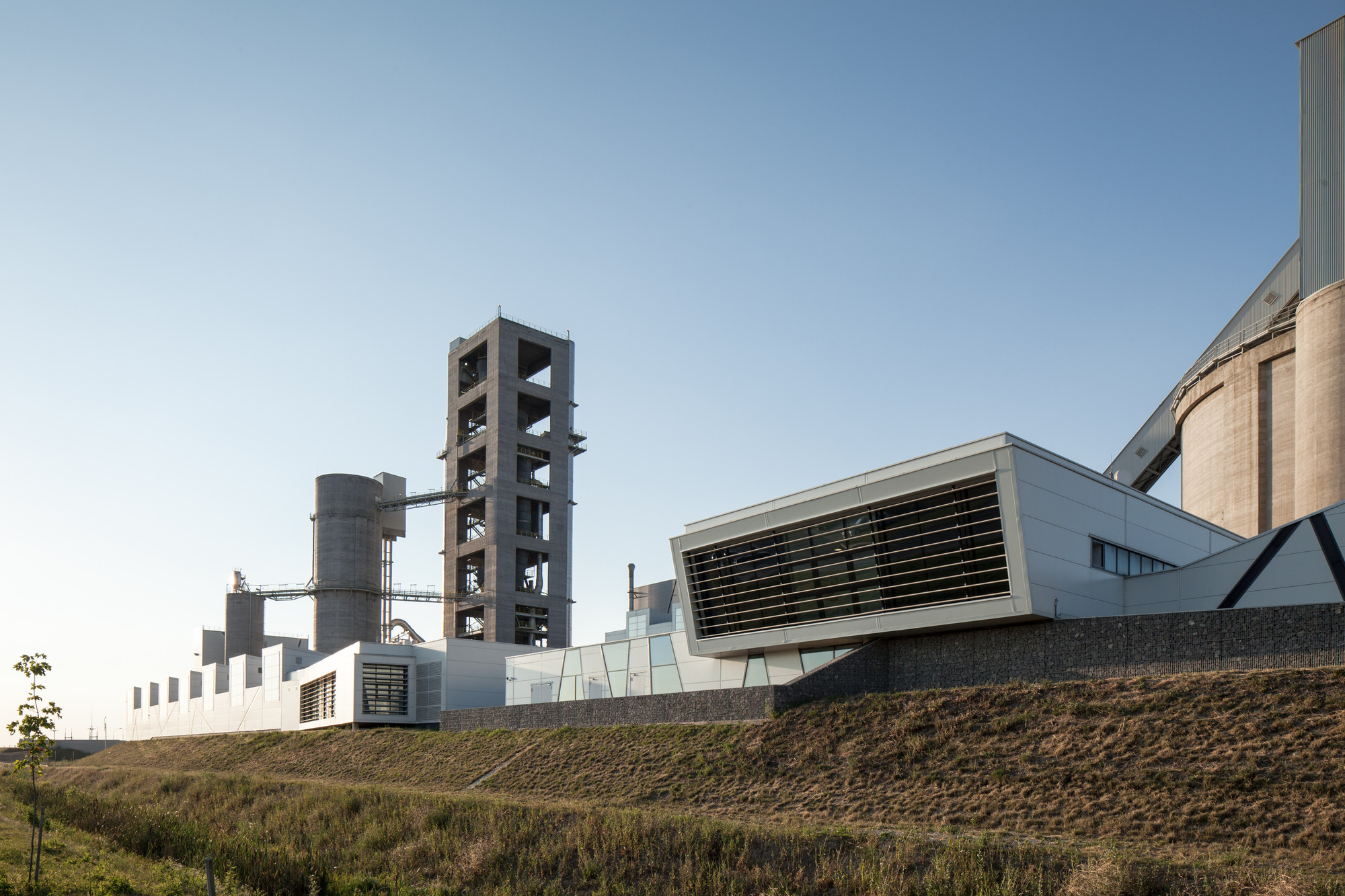 Cement Plant in Szentlőrinc / MHM Architects, © Kurt Hörbst