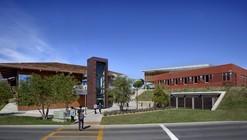 Centro de Ingeniería + Ciencias Físicas / Ratcliff