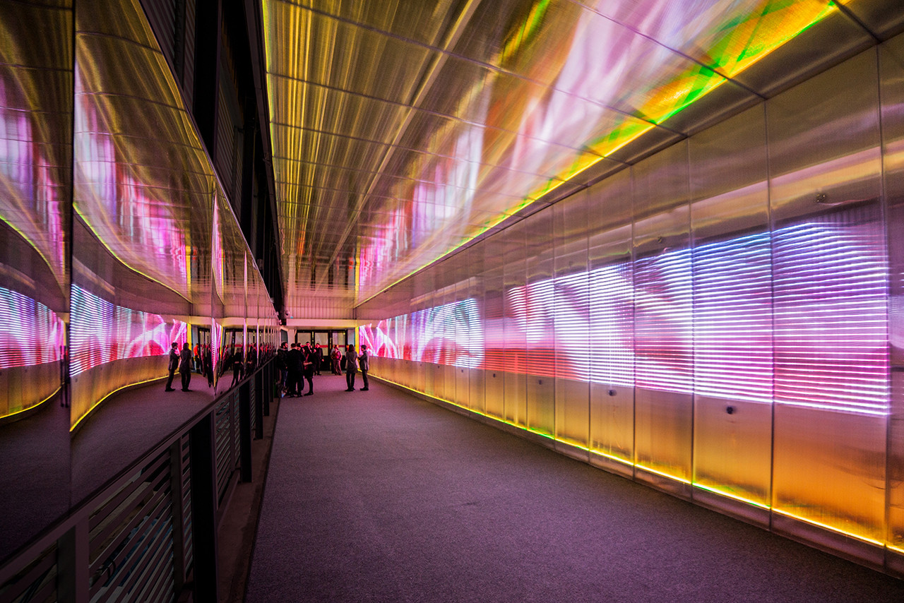 Pixel Corssing: tunel sensorial por Miguel Chevalier, Courtesy of Miguel Chavelier