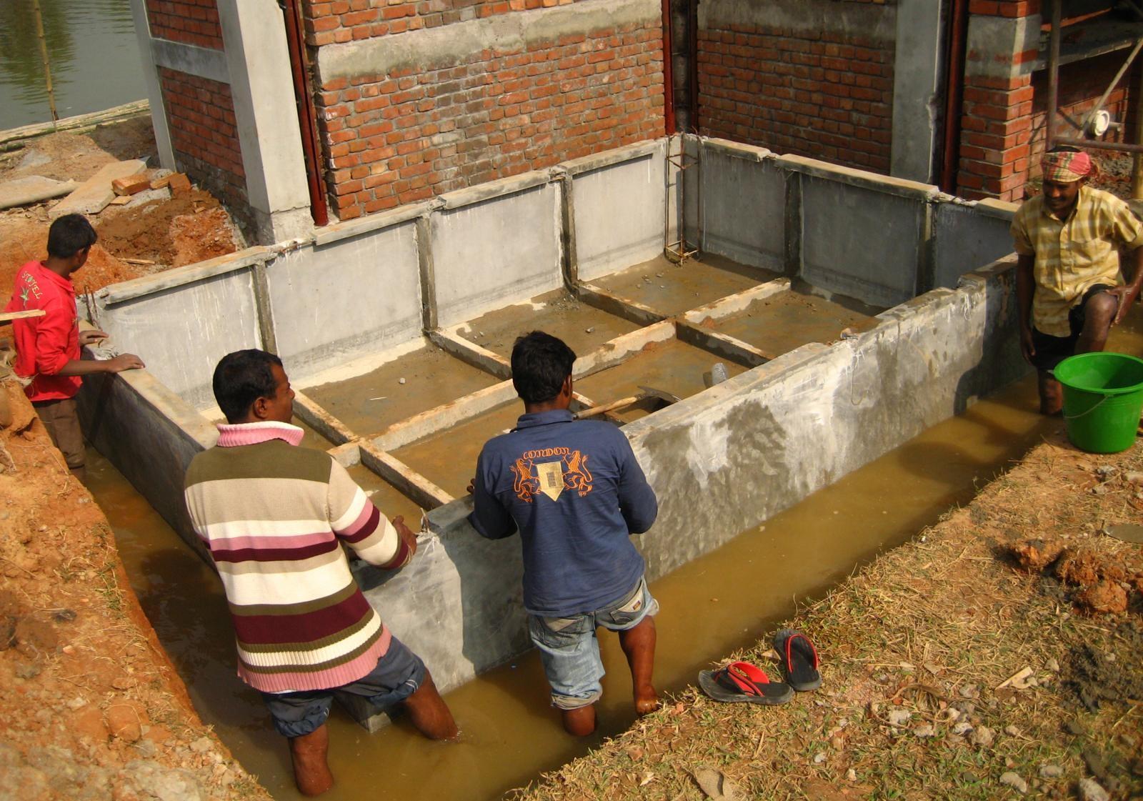 Casa de Bambú en Bangladesh flota con el aumento del nivel del agua para enfrentar inundaciones