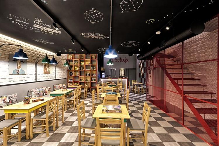 Café e salão de Jogos de Tabuleiro Alaloum  / Triopton Architects, © Dimitris Kleanthis