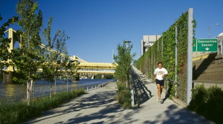 Allegheny Riverfront Park: recuperação da orla de Pittsburgh, Cortesia de nextstl.com