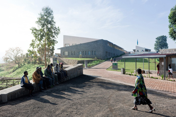 MASS Design Group se junta à African Education Initiative, Butaro Hospital. Image ©  Iwan Baan