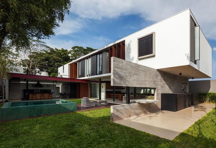 Casa planalto flavio castro archdaily brasil for Render casa minimalista